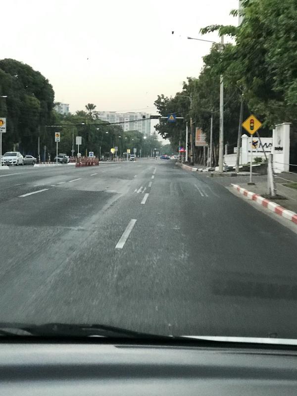 仰光街頭人車稀疏