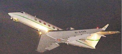 魏家2架私人飛機 返抵松山機場 |