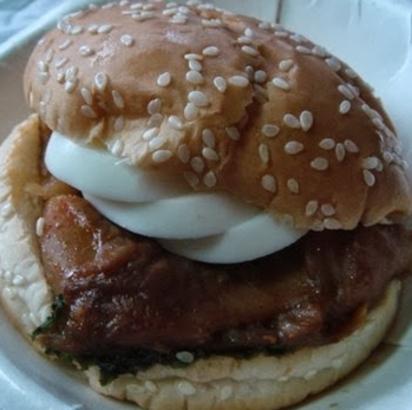 35元烤雞堡成分「近百種」 網友諷:真划算   (圖片/翻攝網路)