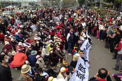 抗議李全教遭羈押 上千鄉親圍南檢  