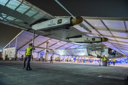 環球飛行 世界最大太陽能飛機起飛   翻攝自新浪網