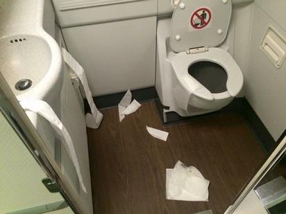 前市長女兒的搭機習慣 亂丟衛生紙 |