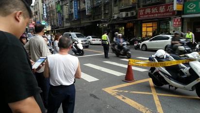 板橋街頭槍擊 男子頭中槍命危 |