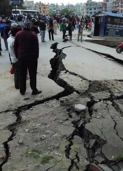 尼泊爾7.9強震 建築物倒塌  