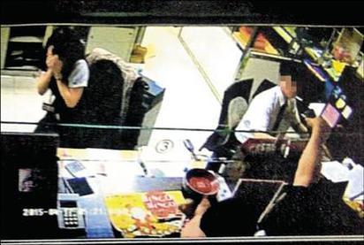 逃亡11天 台中銀行搶匪凌晨投案 | 嫌犯搶劫過程。