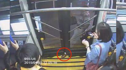 BRT又夾人!司機累犯 乘客手腳扭傷 | 4月老翁腳被BRT車門夾住
