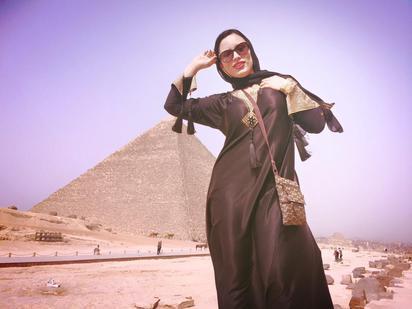 AV女優遊埃及 金字塔前露屁屁 |