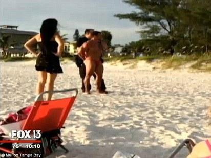 沙灘上打野戰 美國男女遭判監禁15年 |