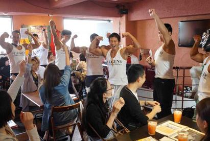 肉食女最愛!「大肌肌」咖啡廳 女客好羞 | 店員都是肌肉猛男