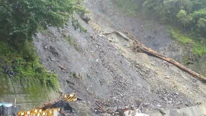 連日下雨 中橫63K土石坍方封閉 |