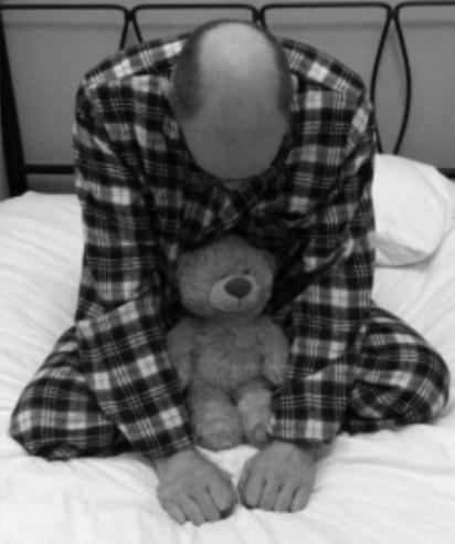 睡相出賣你! 這7種睡姿你上榜了嗎…   蚌式睡:睡覺時把手放在頭下方,曲膝盤坐,這類的人常沉浸在自己的世界裏。