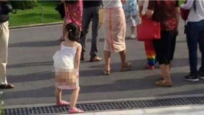 「泰」沒品! 強國女皇室博物館前 掀裙小便 |