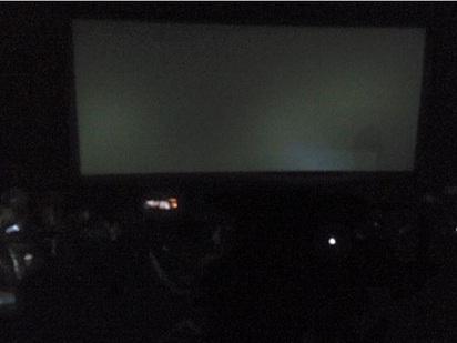 用電量過大? 中和國賓影城跳電 | 于姓網友表示看電影看到一半跳電。