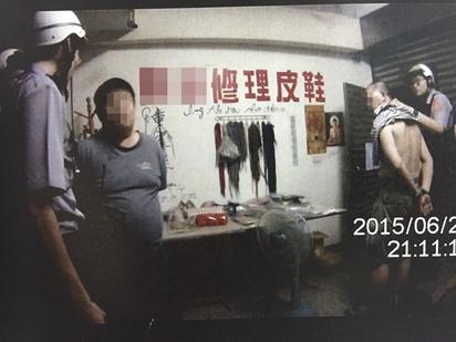 炸雞等2小時才來 2男竟挾持外送員 | 男子訂外送,不滿等待時間太長,於是限制外送員自由。