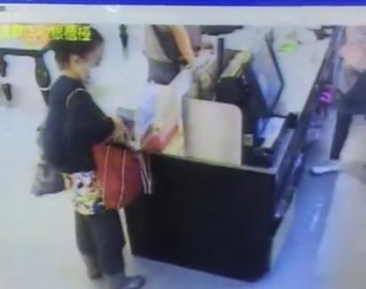愛心捐款也偷 女賊整箱抱走! | 女賊大膽的將整個募款箱偷走(翻攝畫面)
