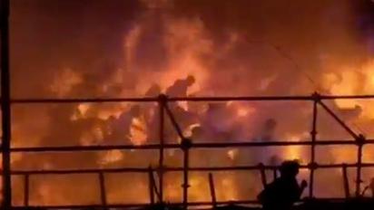 【華視搶先報】八仙滿地打火機 抽菸點火是原兇 | 八仙樂園粉紅趴,27日晚間瞬間發生爆炸,500多人在火海中逃竄,樂園頓時變成煉獄。