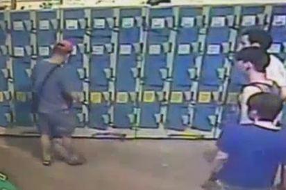 八仙火海趁亂偷竊 向他求救竟搶走手機 | 王粮凱偷竊時,被發現報警逮捕/翻攝畫面。