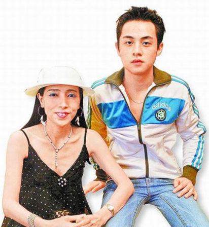 「我學猴」許純美怎麼消失了? 原來她都在... | 許純美和林宗一2007年結婚/翻攝畫面。