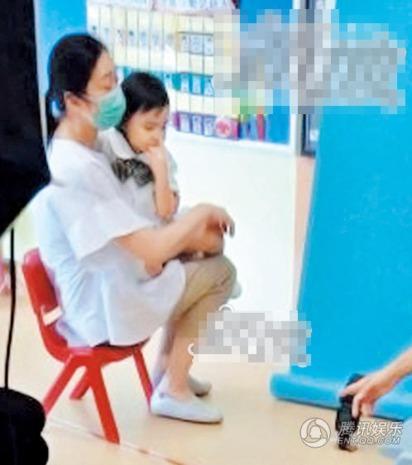 萌樣曝光! 劉德華3歲女赴幼兒園拍照 |