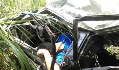 國3南下苗栗段車禍 休旅車墜橋4人命危   休旅車墜落地面駕駛卡在車內
