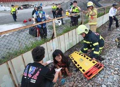 恐怖! 女遭火車碾斷腳掌 鐵道旁哀嚎 | (翻攝網路)