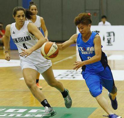 瓊斯盃女籃開打 中華藍、白女將報雙捷 | 中華白隊下午力戰紐西蘭
