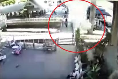 泰國再傳2爆炸 警方公布黃衣嫌犯影像 | 沙通碼頭有人丟擲爆裂物。