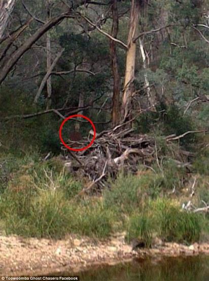 是人還是鬼? 澳洲自殺聖地拍到紅衣男  