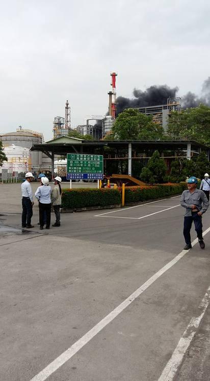 台苯高雄廠驚傳爆炸 消防人員搶救中  