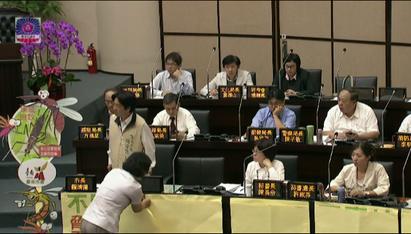 市長席堆道具 賴清德離席引起藍綠口角 | 台南市長賴清德離席。