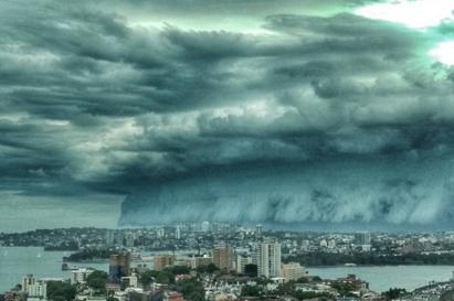 太壯觀! 雪梨驚見「海嘯雲」專家:大暴雨前兆 | 專家指出雷雨雲帶常會伴隨暴雨.雷暴或冰雹.