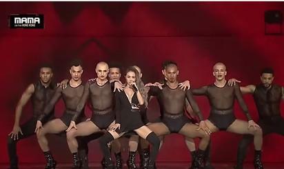 蔡依林天后霸氣震MAMA 粉絲看到傻 | 蔡依林跟舞者表演相當有氣勢