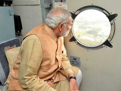 好瞎! 印度總理視察災區照竟是修圖 | 印度總理視察照修圖前 災區畫面較不清楚
