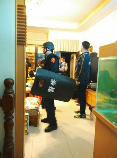 【更新】台東通緝犯釋放2名學生 剩1人遭挾持 |