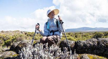 戰鬥阿嬤好強! 86歲登「非洲屋脊」破世界紀錄 | 登頂後.阿嬤說一切都值得.