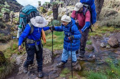 戰鬥阿嬤好強! 86歲登「非洲屋脊」破世界紀錄 | 登頂過程無比艱辛.