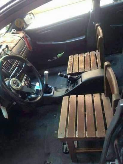 車座椅想換硬一點! 她牽車看到這幕無言了... | (翻攝爆廢公社)