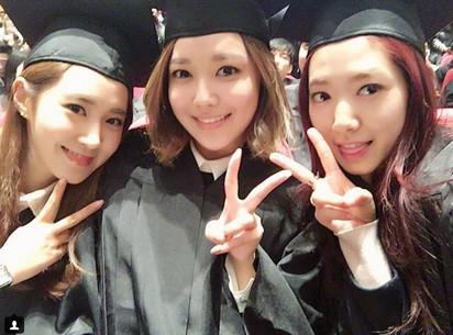 美! 3大女神畢業 上百粉絲圍觀 | 3人也在IG上PO出合照