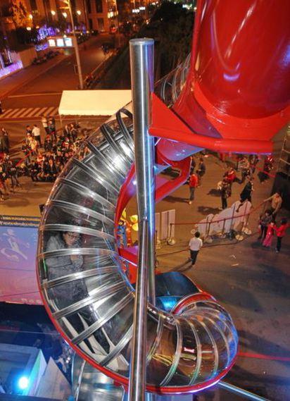 不只有「福祿猴」 全台6大元宵燈會比一比!   高雄燈會現場設置360度立體螺旋溜滑梯