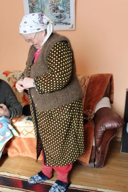 老奶奶織「人髮背心」 花20年蒐集1公斤頭髮 | (翻攝網路)