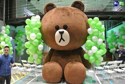 【小編直擊】LINE台灣新總部曝光! 一鏡到底看遍熊大兔兔的家 | 辦公室迎賓大使熊大,4公尺高全台最大。
