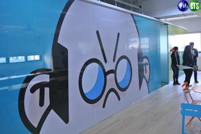【小編直擊】LINE台灣新總部曝光! 一鏡到底看遍熊大兔兔的家 | 會議室區,由LINE FRIENDS角色當外牆圖案,其中老闆角色的會議室,面積最大。