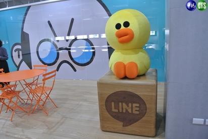 【小編直擊】LINE台灣新總部曝光! 一鏡到底看遍熊大兔兔的家 | 莎莉在會議室區裡代表秘書。