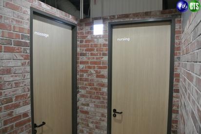 【小編直擊】LINE台灣新總部曝光! 一鏡到底看遍熊大兔兔的家 | LINE提供按摩室、哺乳室給員工使用。