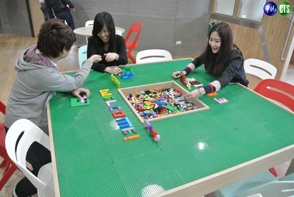 【小編直擊】LINE台灣新總部曝光! 一鏡到底看遍熊大兔兔的家 | 員工休閒空間。
