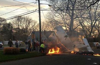 奇蹟! 小飛機墜毀街頭 駕駛幸運生還 | 小飛機起飛不久失去動力,墬毀在紐約市區內