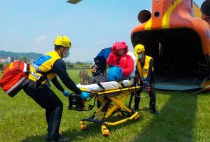 婦人扭傷堅持直升機送下山 全民買單30萬!   爬山扭傷腳的婦人.堅持要搭直升機下山.