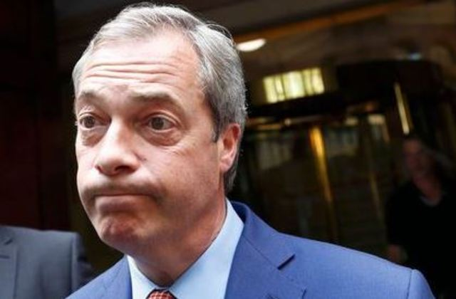 英國獨立黨黨魁法拉奇支持脫歐.卻又反悔.(圖片翻自路透社))
