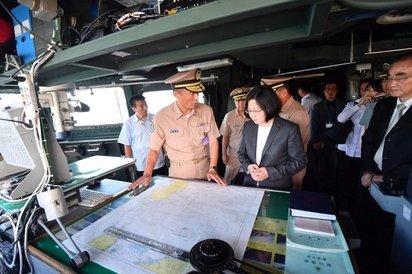 蔡總統登迪化艦喊話 巡航南海「捍衛國家利益」  