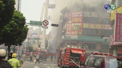 【影】三重20民宅大火 疑裝潢不慎引起 | 疑裝潢不慎引發火警。